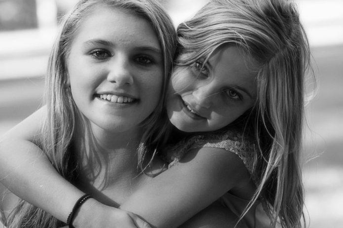 Buon Compleanno Sorella Frasi Gif E Video Per Degli Auguri